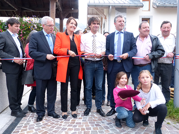 inauguration-le-10-octobre-2014-du-muret-de-protection-contre-les-crues-quai-du-vieux-moulin-a-chamonix